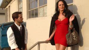 Грудастая красавица изменяет мужу с молодым умелым массажистом