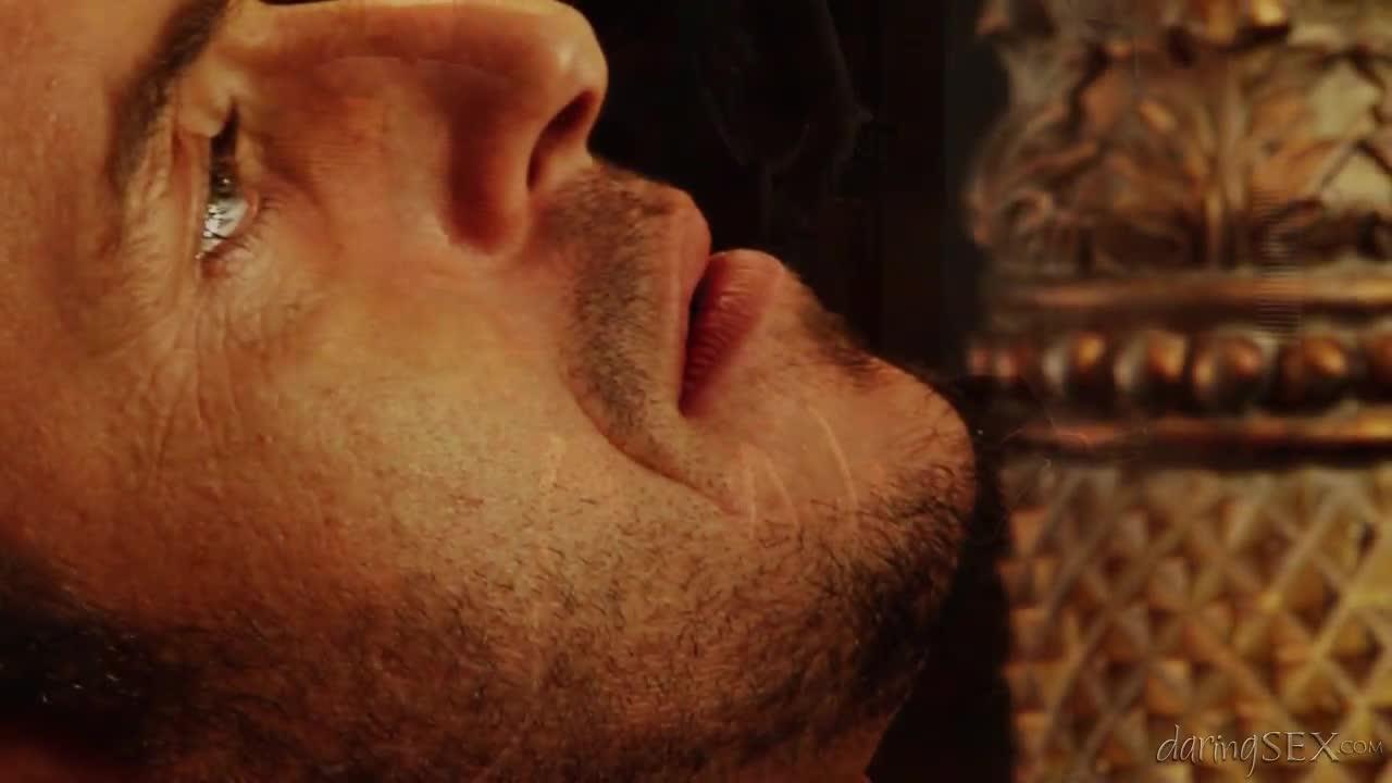 Очень красивая сцена с грудастой королевой секса