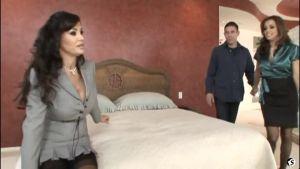 Страстный секс втроём в сказочном особняке