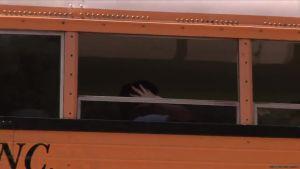 Рыженькую старшеклассницу трахнули на автобусной остановке