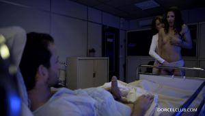 В госпитале две медсетрички удовлетворили больного