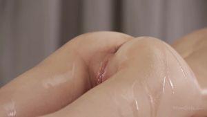 Юная и нежная анорексичная киевлянка поддалась соблазну массажёра