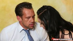 Женская драка на фоне ревности, которая превращается в групповой секс