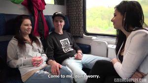 Познакомились в поезде и махнулись партнёршами, пока в пути