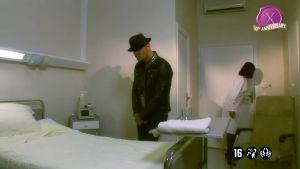 Услужливые медсёстры проводят терапию уже вдвоём