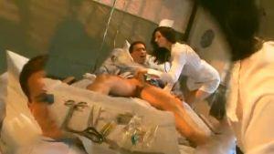 Отпадная медсестричка трахнул пациента