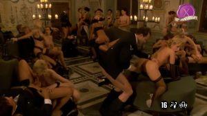 Невероятная оргия в штабе у нацистов с более, чем десятью девушками