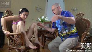 Дочь поссорилась с парнем и отец решил утешить сексом