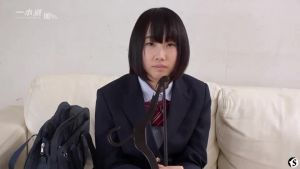 Японская школьница познаёт взрослую жизнь сквиртом