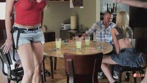 Покер закончился трахом с шикарной блондинкой