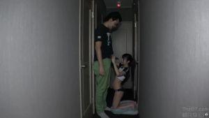 Девочка с кривыми зубами отсосала в коридоре
