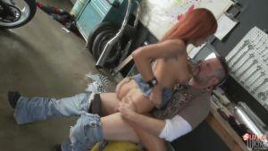 После удара кулаком по лицу, он не стал давать сдачу, а просто выебал девушку