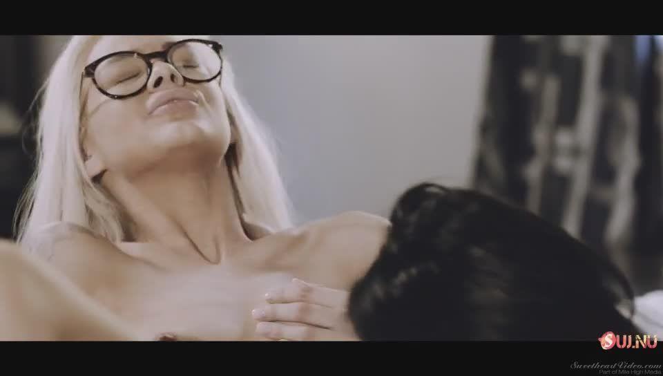 Видео девушки в очках трахаются #15
