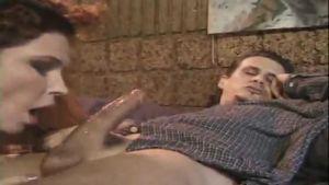 Мама с огромной грудью учит молоденькую дочку анальному сексу