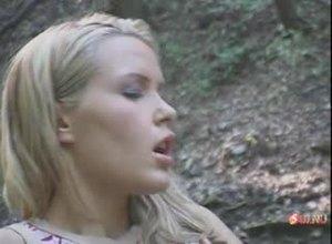 Вывез на природу и трахнул очень красивую 18-летнюю блондинку